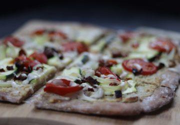 veganer Flammkuchen mit mediterranem Gemüse Rezept