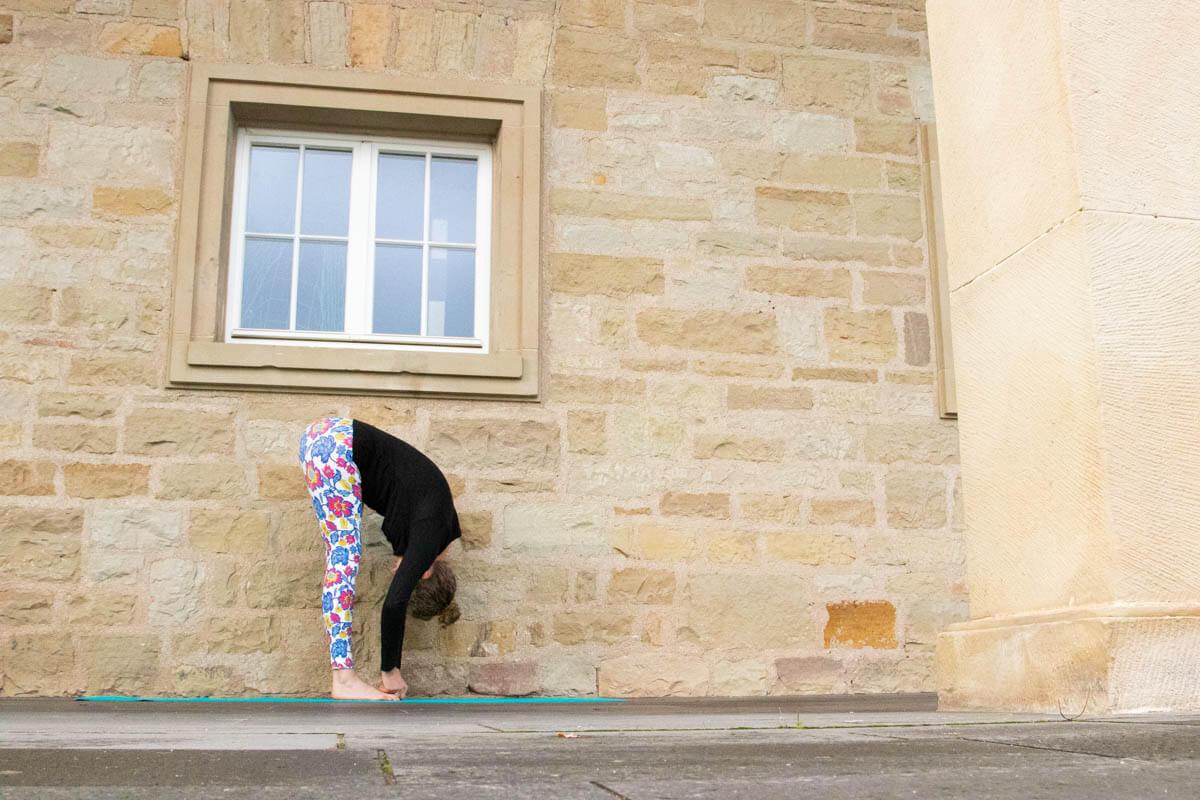 Live Like A Yogi Adventskalender Türchen 10 Yoga Übungen gegen Stress Padangusthasana