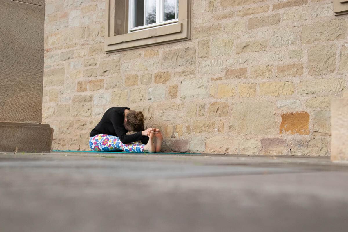 Live Like A Yogi Adventskalender Türchen 10 Yoga Übungen gegen Stress Paschimottanasana