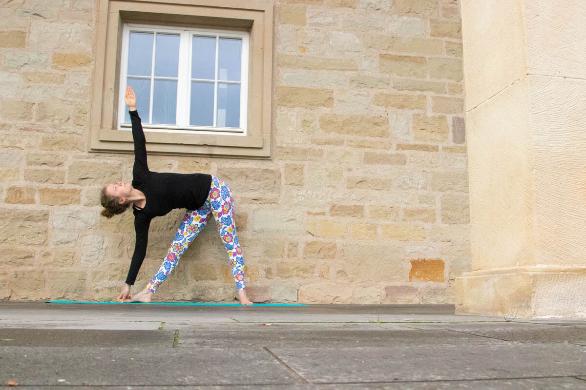 Live Like A Yogi Adventskalender Türchen 10 Yoga Übungen gegen Stress Trikonasana